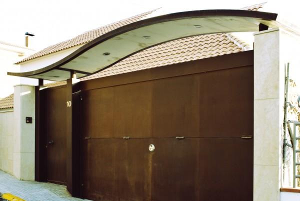 Villa-Arito-Entry-Fence_Sitges-Barcelona_Guillermo-Carone_01