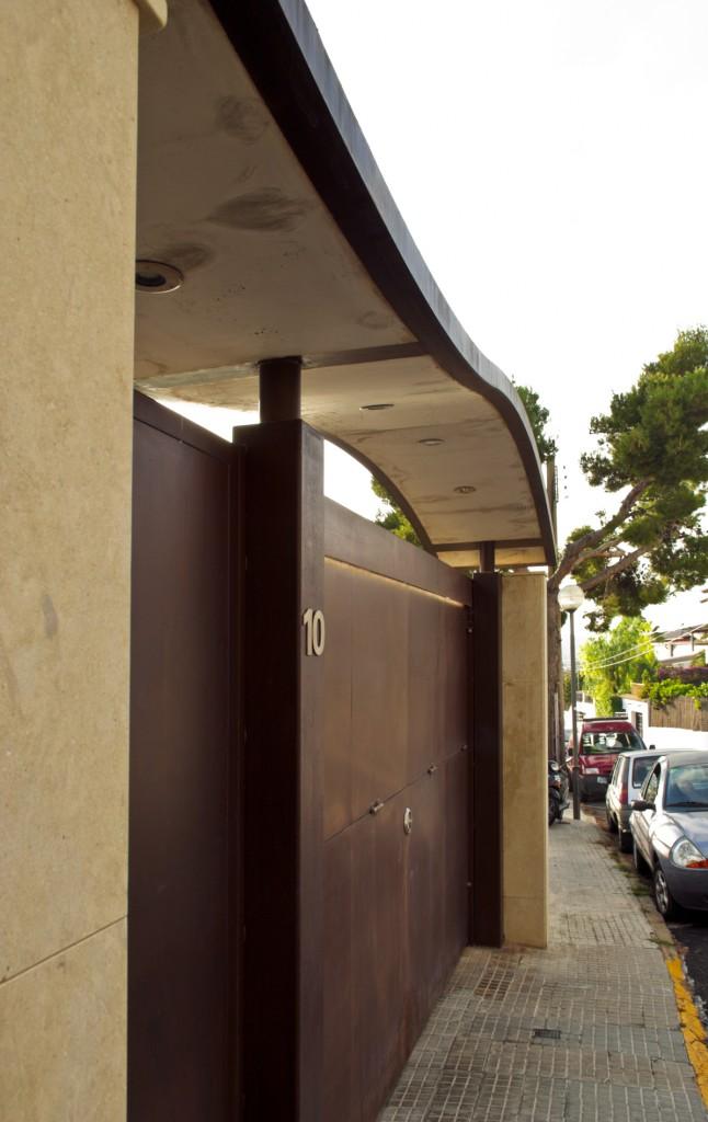 Villa-Arito-Entry-Fence_Sitges-Barcelona_Guillermo-Carone_02