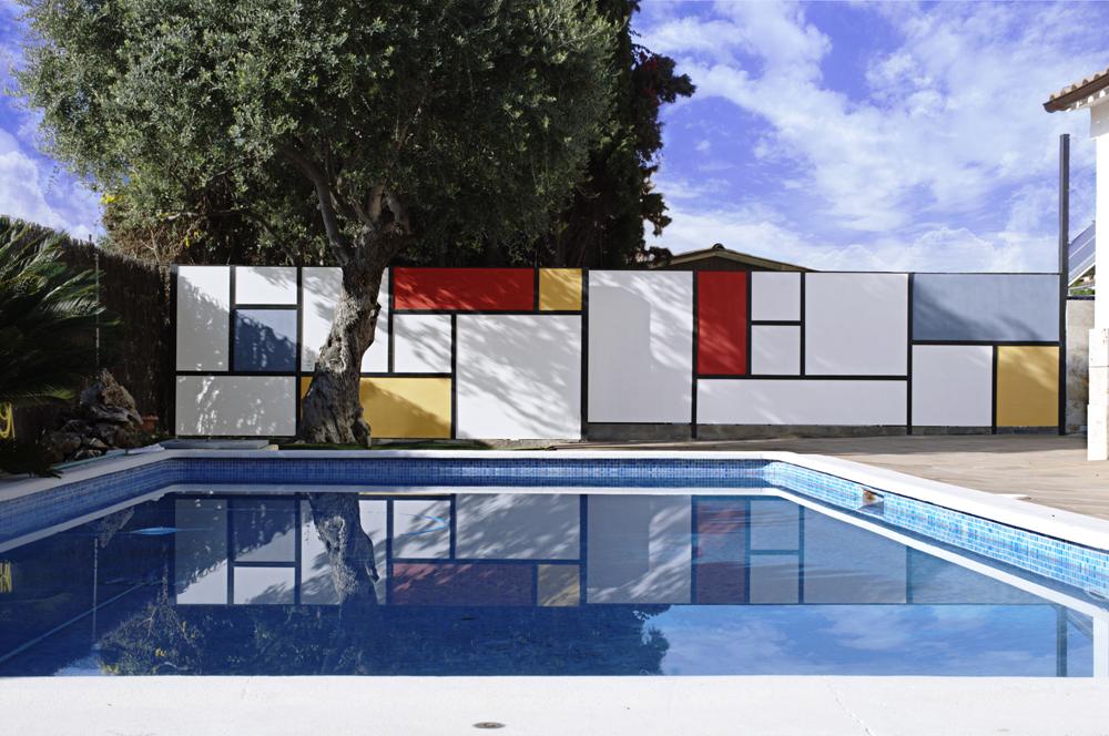 Mondrian-Fence-Villa-Arito_Sitges-Barcelona_Guillermo-Carone_01