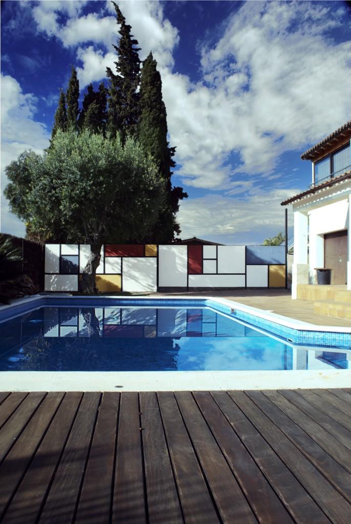 Mondrian-Fence-Villa-Arito_Sitges-Barcelona_Guillermo-Carone_02