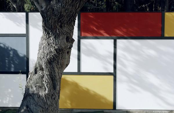 Mondrian-Fence-Villa-Arito_Sitges-Barcelona_Guillermo-Carone_03