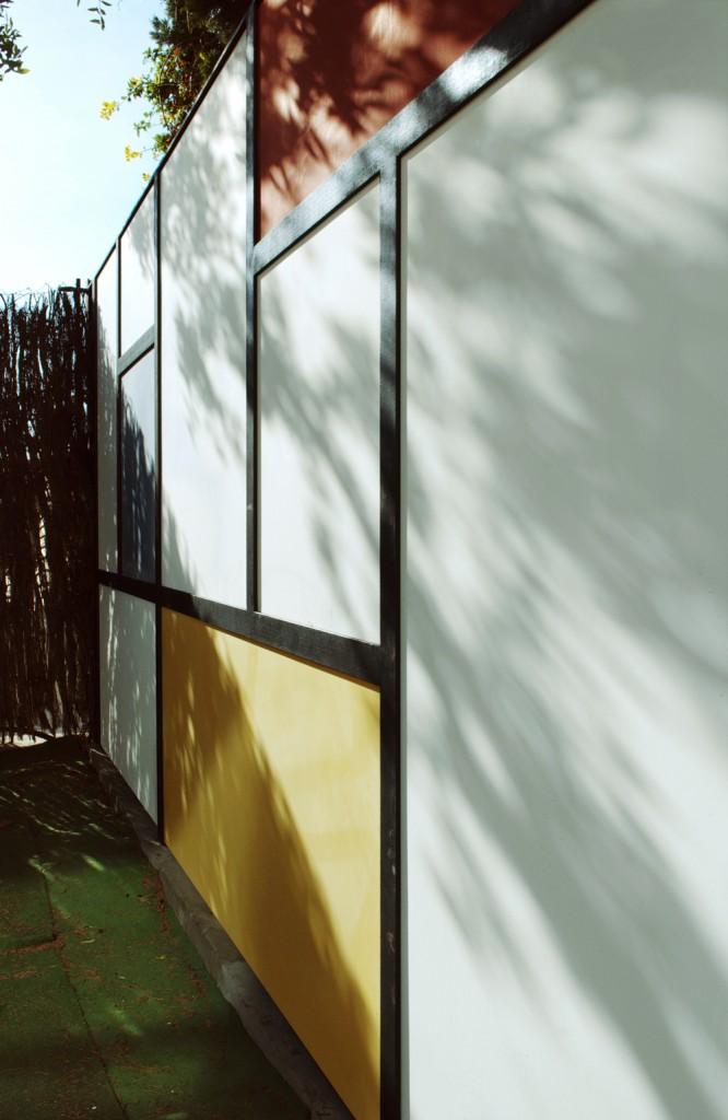 Mondrian-Fence-Villa-Arito_Sitges-Barcelona_Guillermo-Carone_04